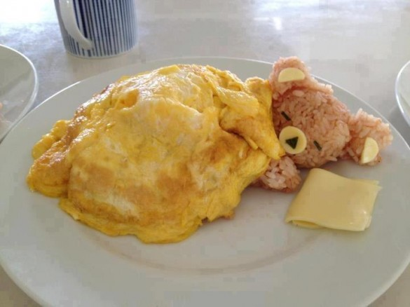 Sleepy-rice-bear-in-an-egg-blanket-teddy-bear-breakfast2-585x438
